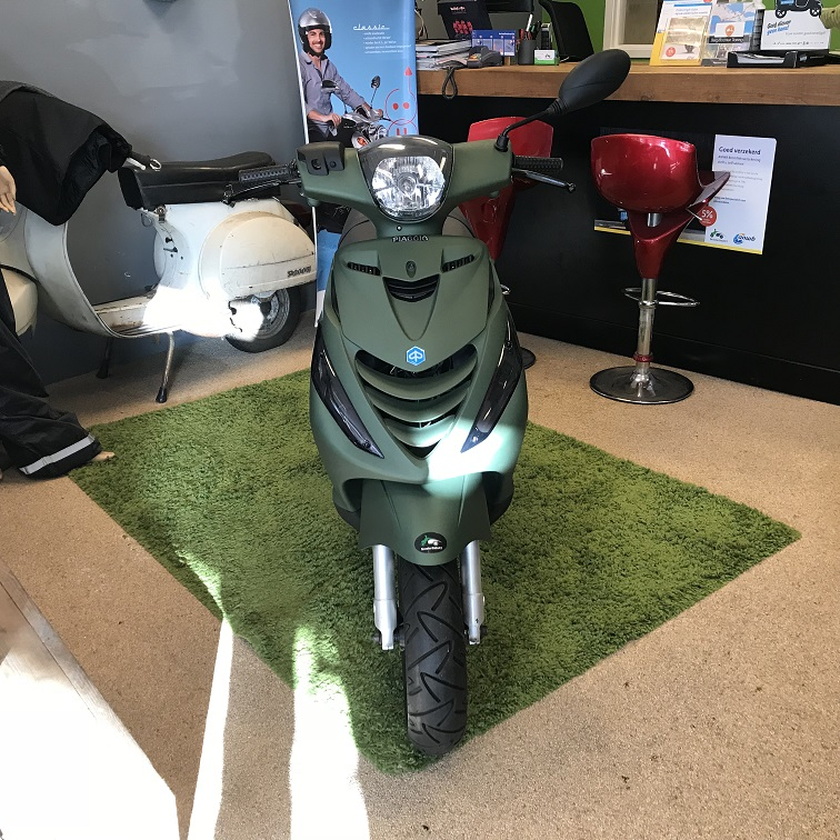 Piaggio Zip 4-takt special SP edition legergroen Led knipperlicht