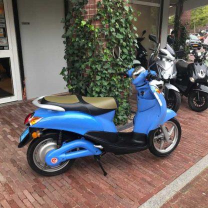 ScooterSMART-emco-novi-elektrische-scooter-Almere-blauw-1500w